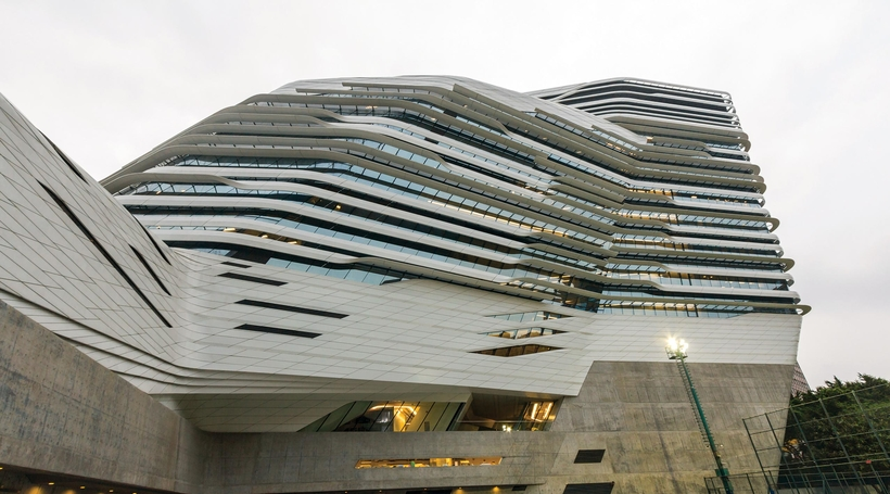 Analysing the architectural skin of a building
